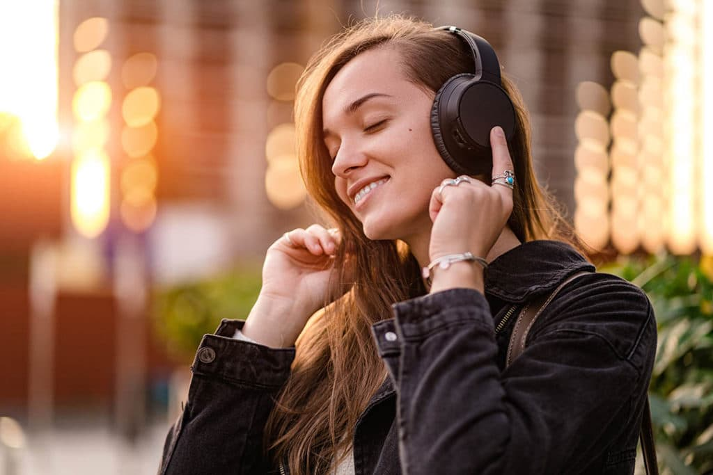 Wired vs. wireless headphones - Which sound better?