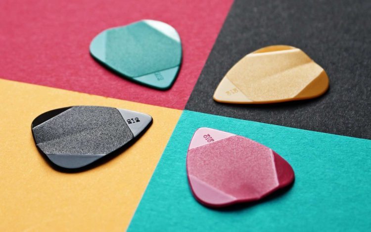 Are thin guitar picks worthless