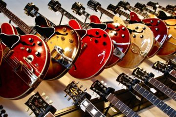 Nitro vs. Poly – Which Guitar Finish Is Better